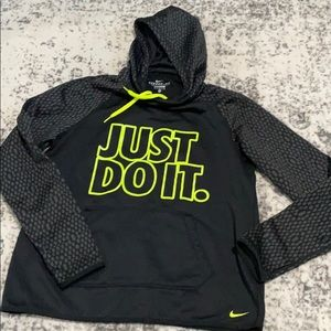 Nike therma-fit hoodie size M in like EUC